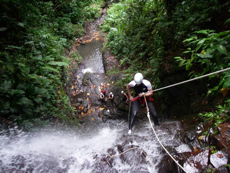 Vert intense: Canyoning en Guadeloupe