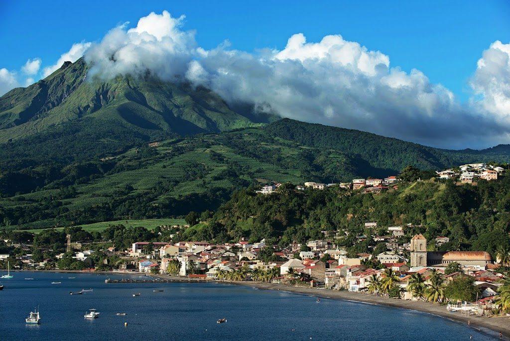 Location de voiture en Martinique pour visiter l'île. La liste des divers agences de location de voiture et comparateur de prix .