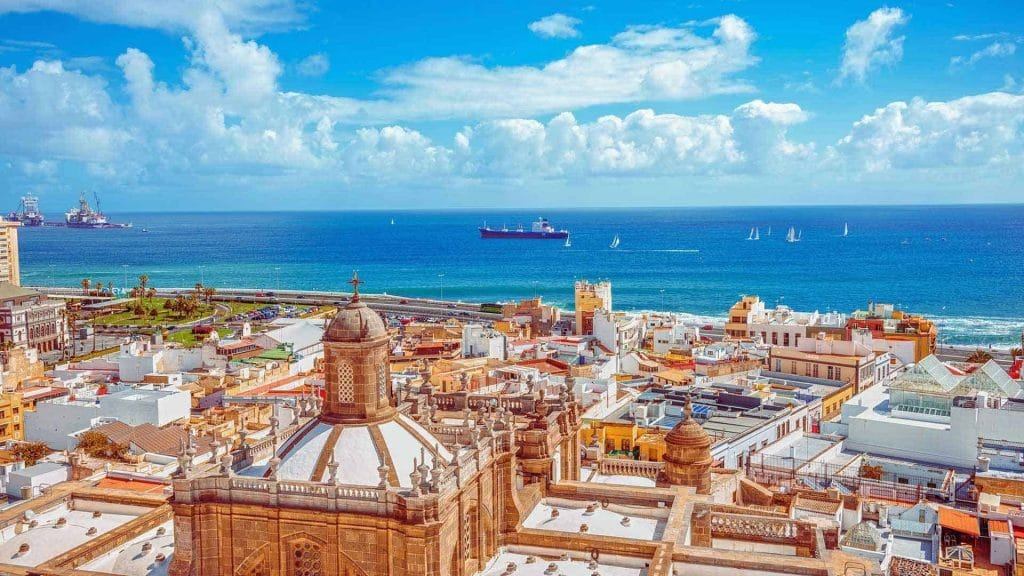 Vue aérienne de la ville de Las Palmas. Toit des cathédrales et monuments historique . Architecture de la renaissance.