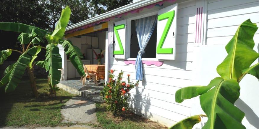 Vente privée :Séjour en Guadeloupe dans un Bungalow avec terrasse au milieu du jardin tropical de la résidence de vacances