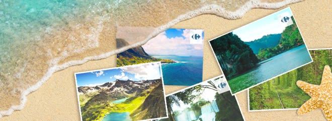 Carrefour voyage accepte les chèques vacances ANCV pour payer son voyage. Carte postale avec des paysages posés sur le sable à la plage.