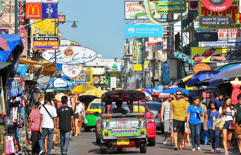 Rue de Bangkok, quartier de Khao San .