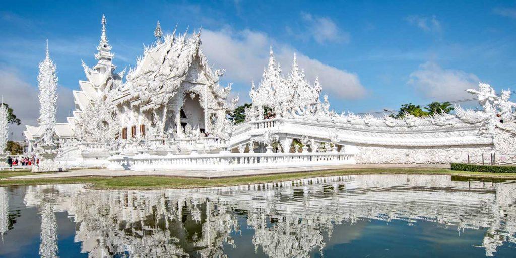 Visiter le formidable temple blanc en Thaïlande au sud de la province de Chiang Rai .