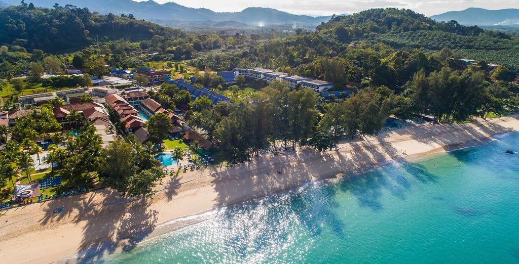 Vue aérienne de l'Hotel  Khao Lak Emerald en Thaïlande pour un séjour en demi pension .