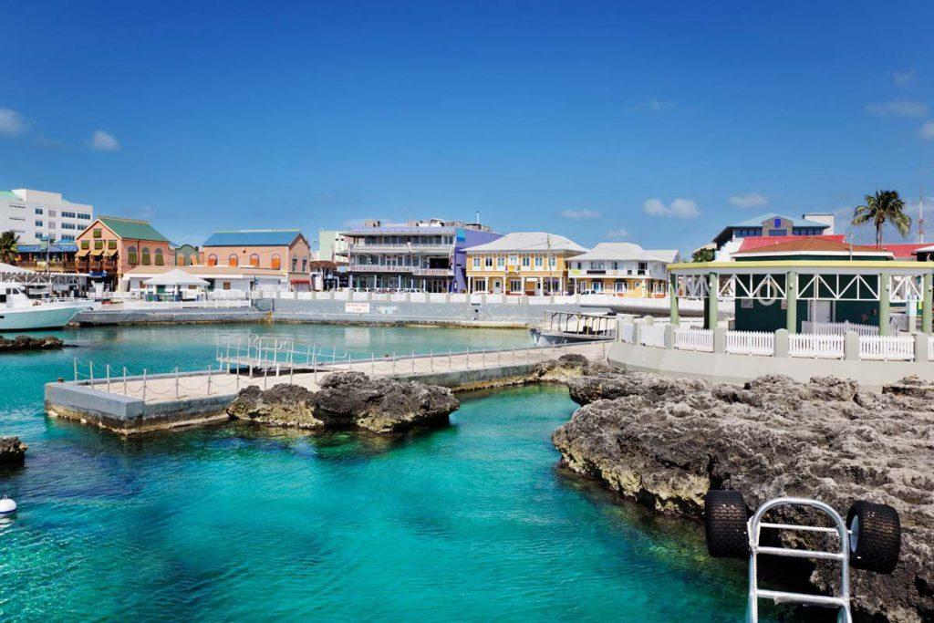 Visiter la vile de George town : capitale des îles Caïmans .