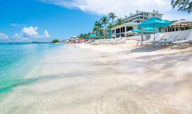 Belles plage des îles Cayman à explorer à Gran Cayman .