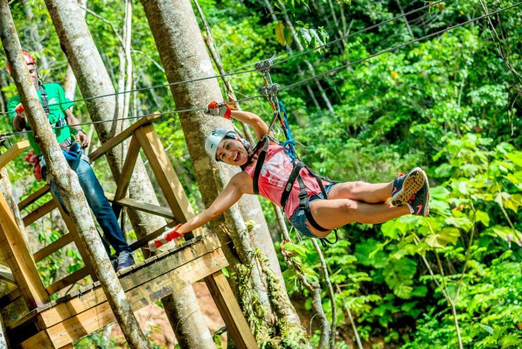 Faire de la tyrolienne lors de votre escale en Croisière Caraïbes à Sainte Lucie .