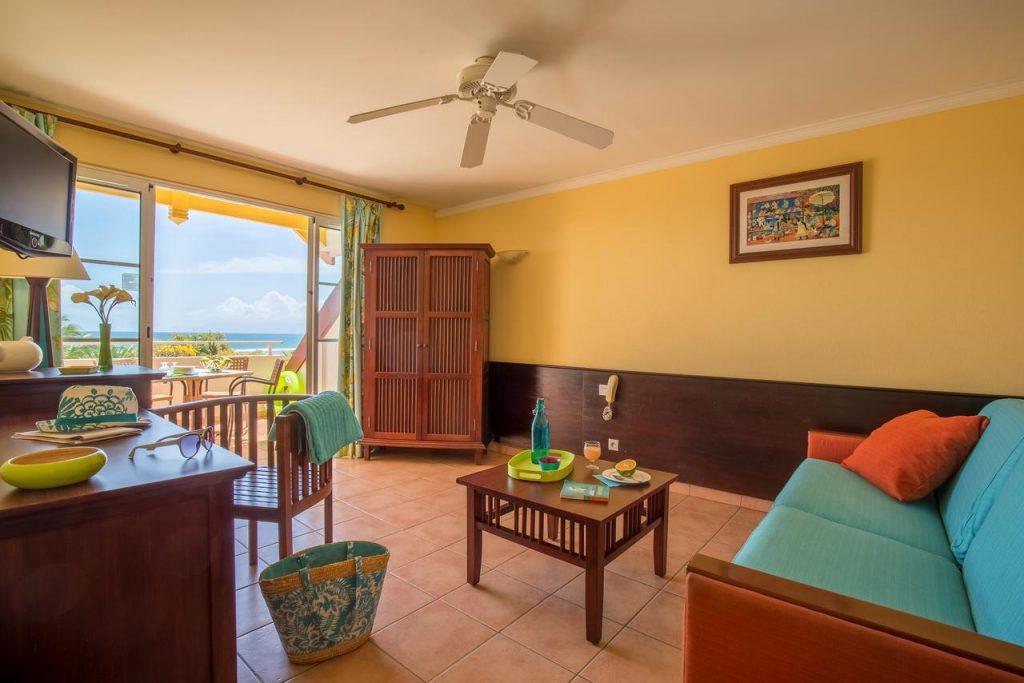 Appartement de vacances Guadeloupe à Sainte Anne avec vue sur la mer des Caraïbes .
