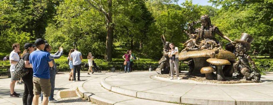 Ce qu'il faut voir à Central Park : statue d'Alice au pays des merveilles