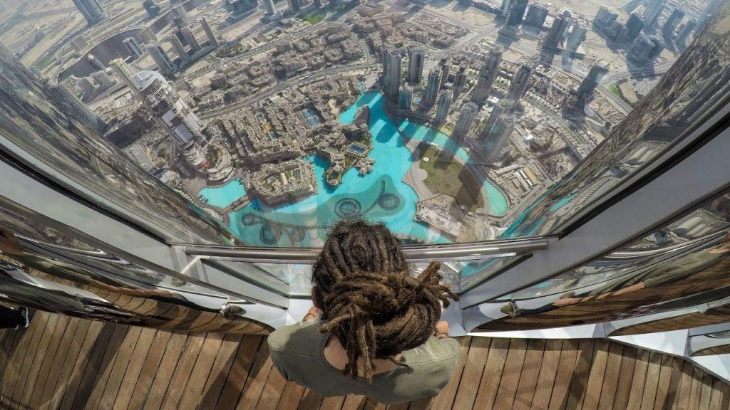 Vue panaramique de la vie de Dubai du point de vue du Burj Khalifa