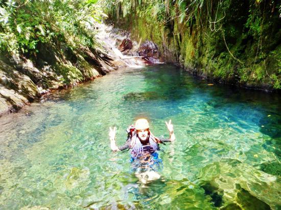 circuit dans un canyon en région Basse Terre au parc national de Guadeloupe