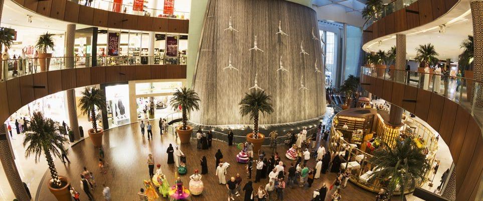 Chute d'eau à Interieur du Dubai Mall : décoration