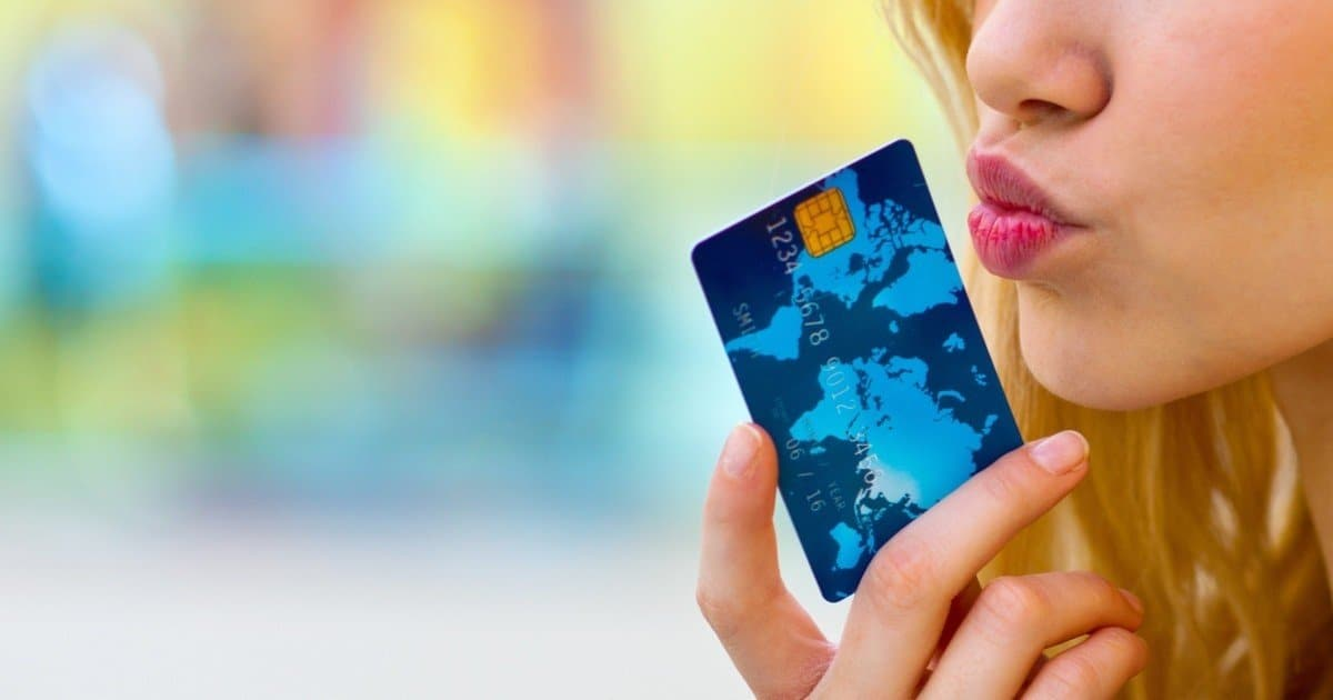 Carte Bancaire Visa Premier : avantages pour être remboursé en cas d'annulation de vol ou accident location voiture