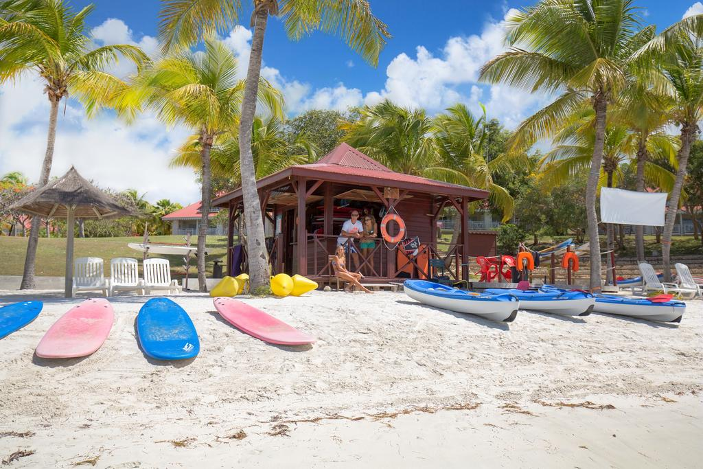 Pierre et vacances Guadeloupe : location Canoe Kayak pour faire une excursion à la plage de Sainte Anne .