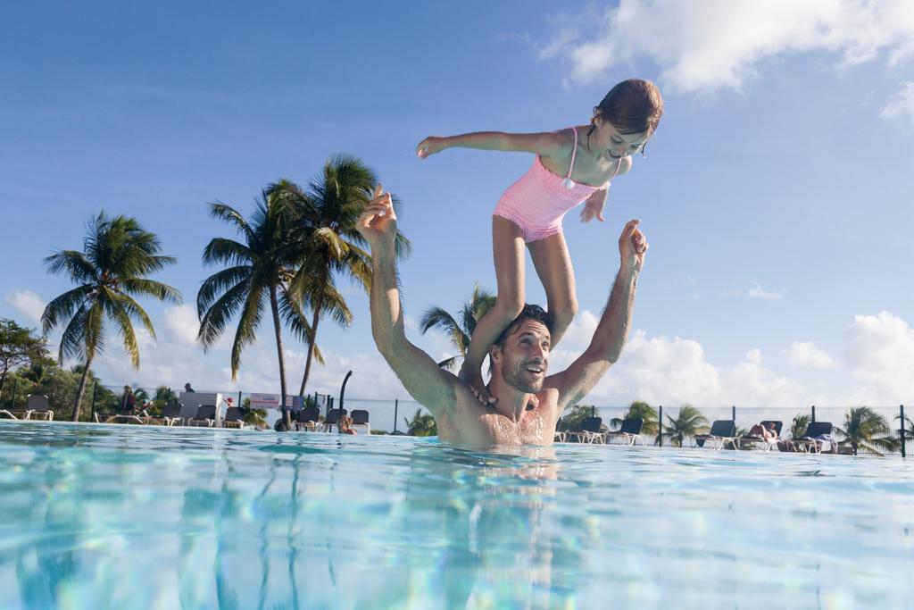 Location de vacances en Guadeloupe à Sainte Anne près de la plage du Helleux .