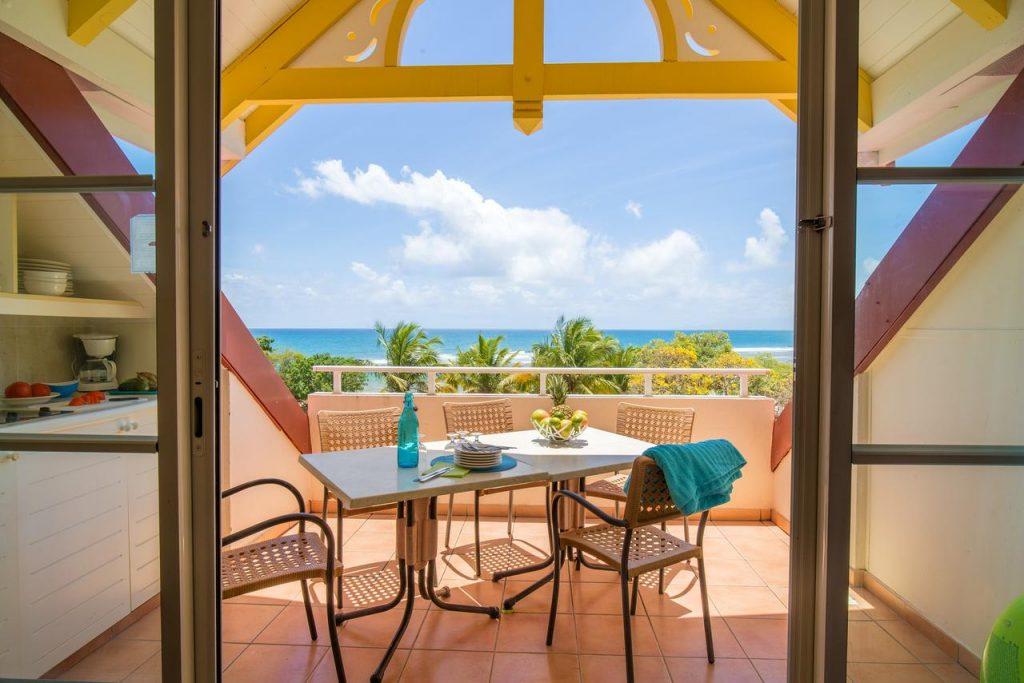 Studio avec terrasse et vue sur la mer