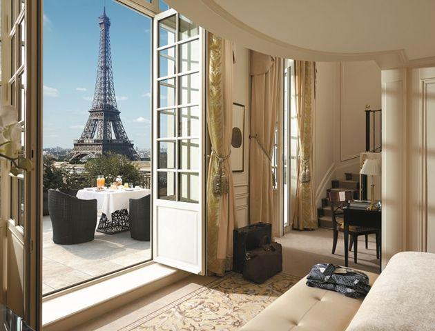 Hotel Shangri avec une belle vue sur la Tour Eiffel et très apprécié par les amateurs des hôtels de luxe 5 étoiles à Paris .