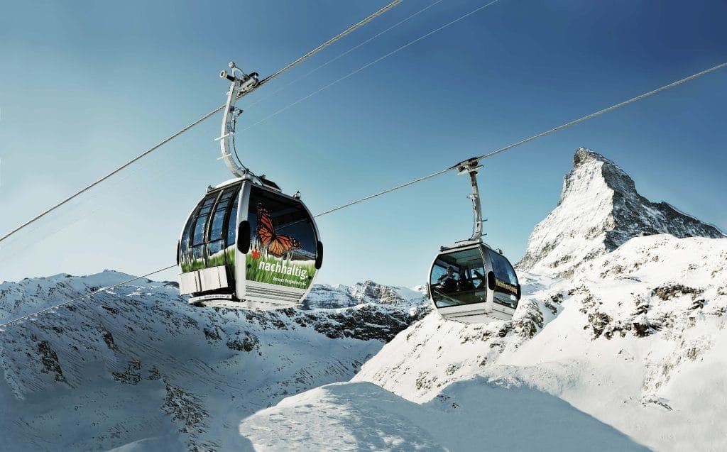 Zermatt : téléphérique de la prestigieuse station de ski Suisse