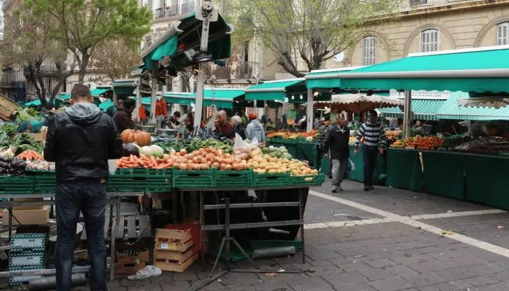 Marché du quartier Noailles à Marseille