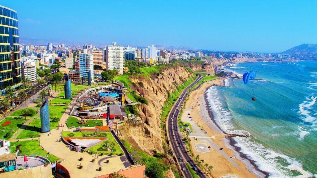 Plage de Milaflores sur la côte ouest du Pérou