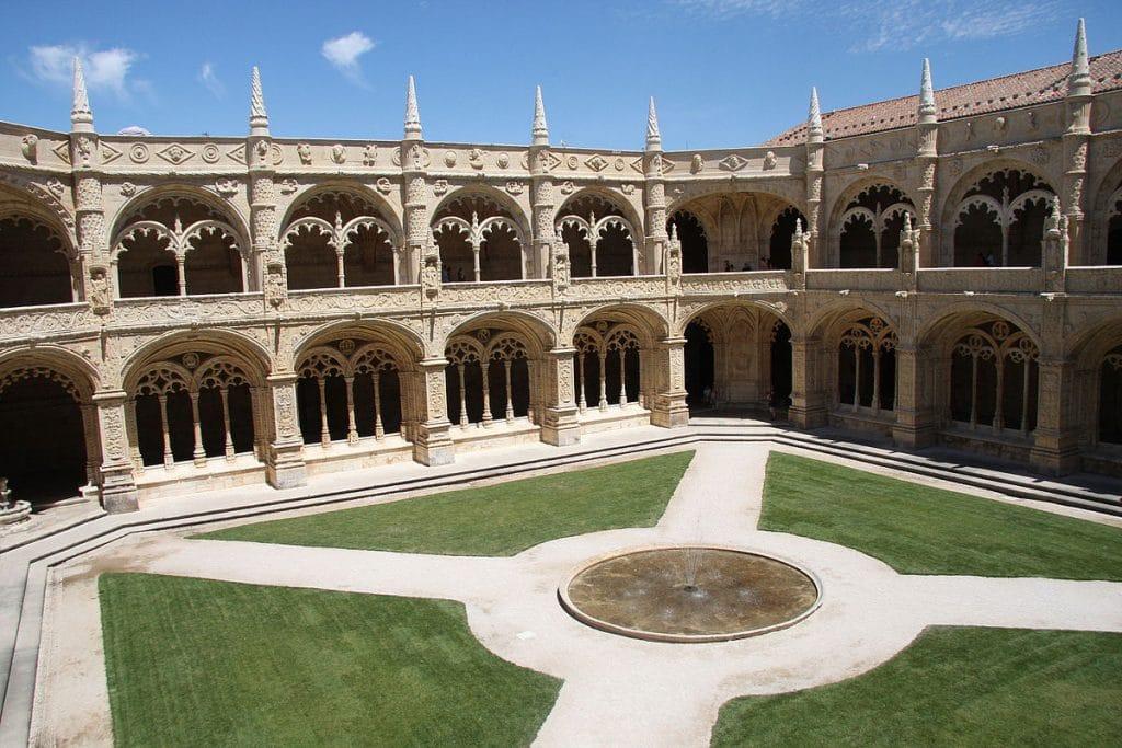 Monastère hieronymites :lieu emblématique à découvrir dans la capitale portugaise