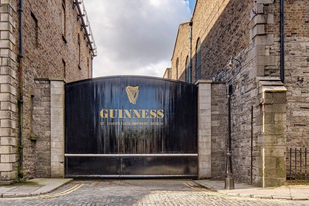 entrée du Guinnes Storehouse : visiter la brasserie de bière à Dublin