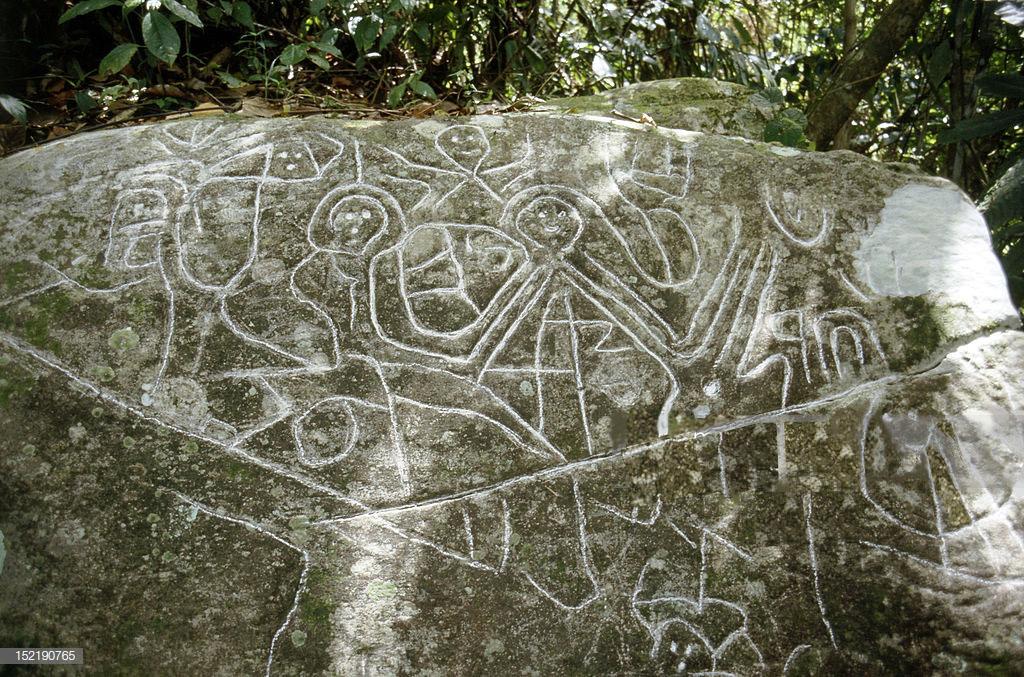 Roches gravées à Trois rivieres en Guadeloupe