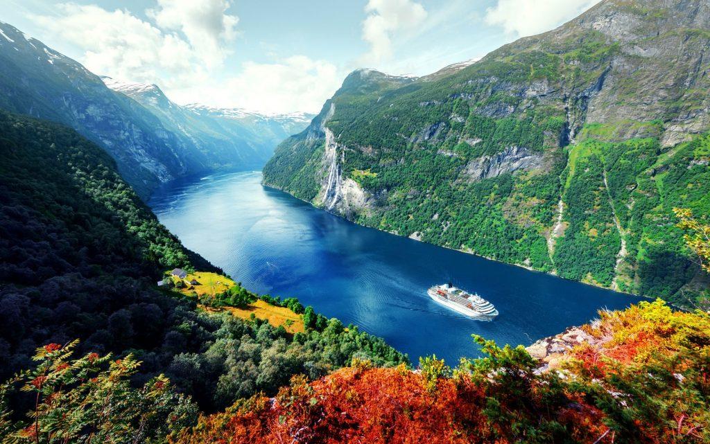 Croisire dans un fjord en Norvege