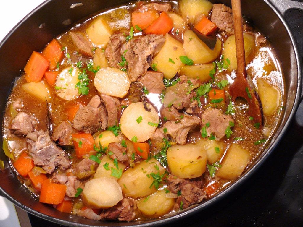 irsh Stew : plat populaire irelandais à base de pomme de terre et agneau ou bœuf