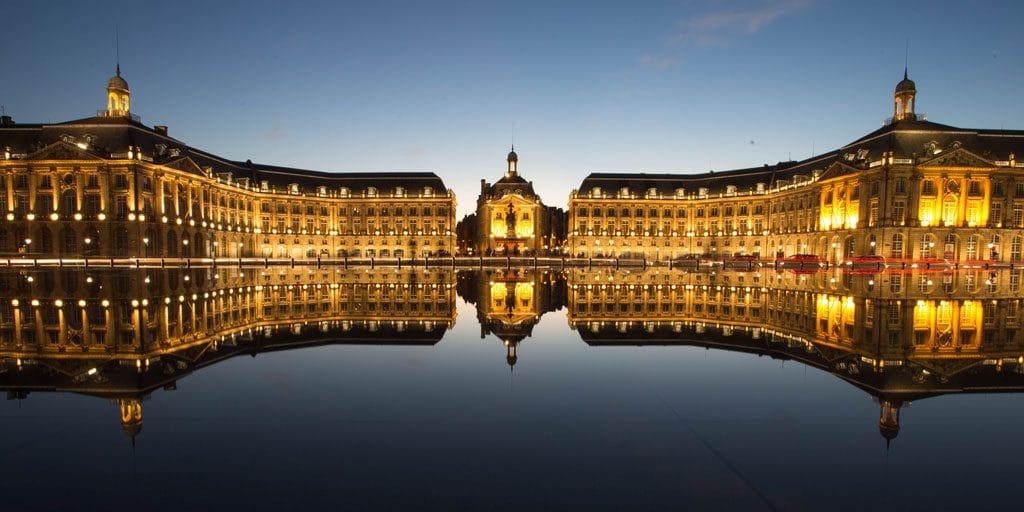 pLace de la bourse à Bordeaux et son miroir d'eau