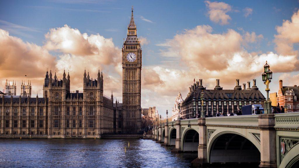 Big Ben à Londres au mois de juin