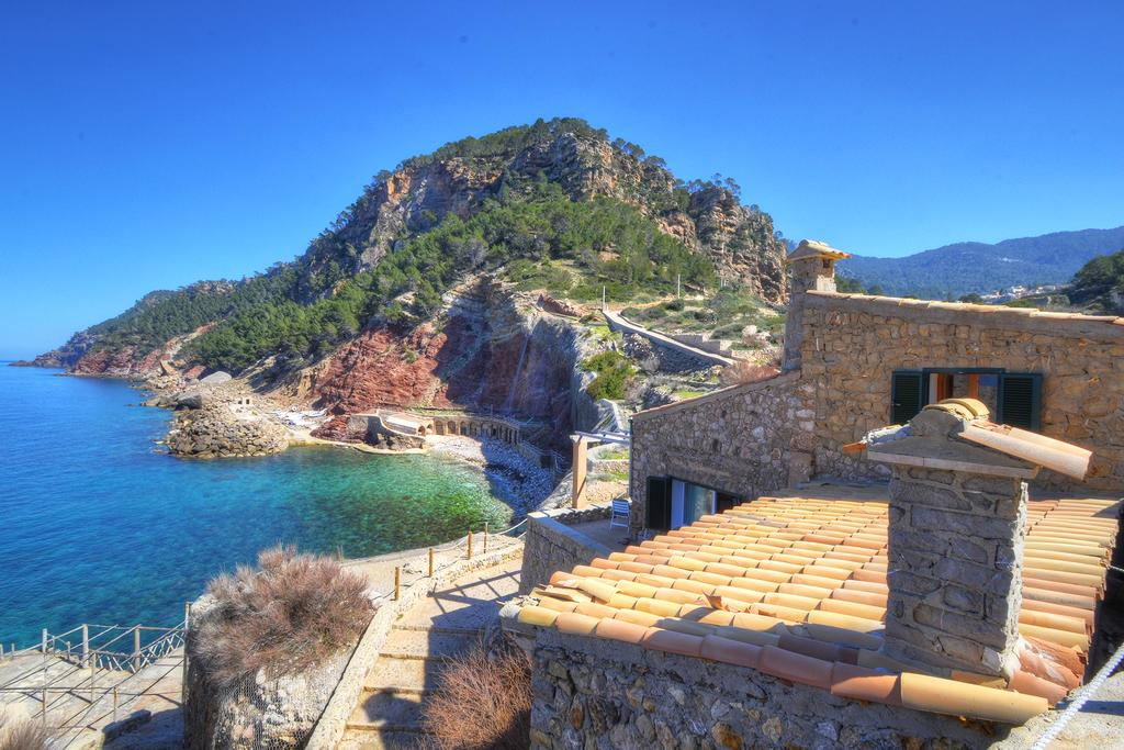 Le village d' Estellencs sur la côte maritime de Majorque
