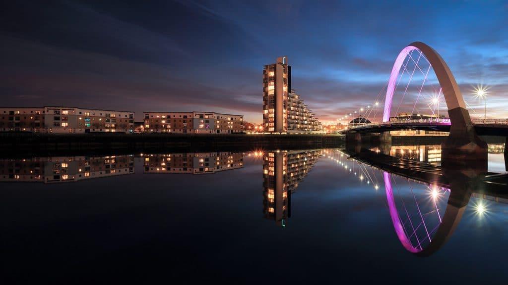 Pont Clyde arc à Glasgow : lieu à découvrir en Ecosse en avril