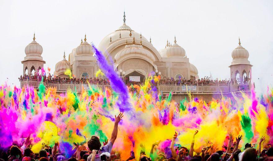 Holi  : fête des couleurs en Inde au mois de mars