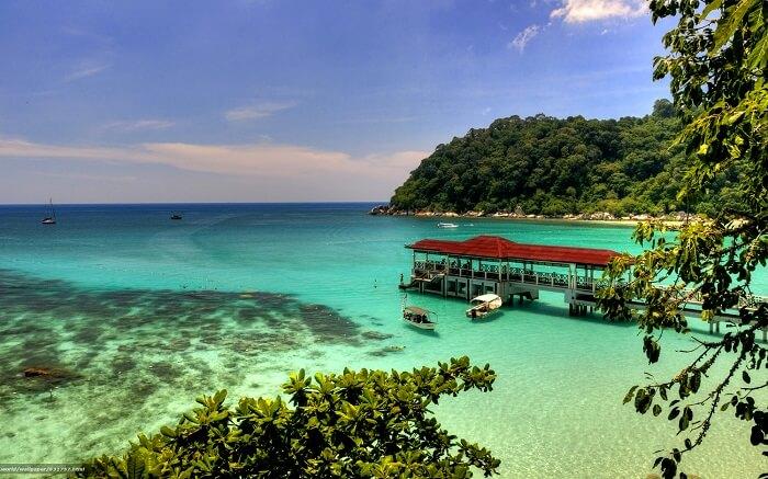 Partir sur un Plage des Iles Perhantians en Malaisie au mois de mai .