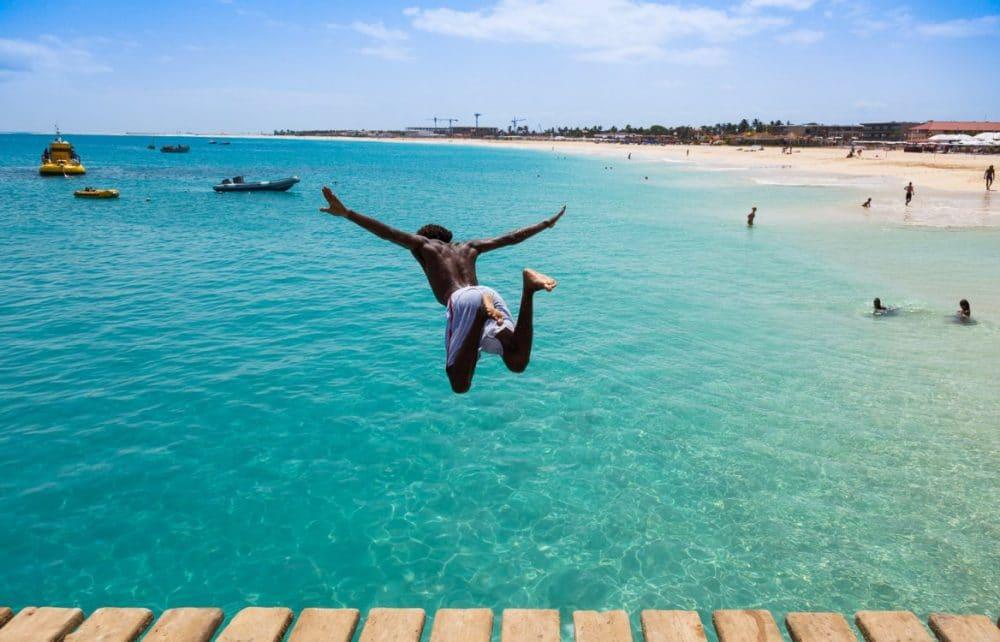 Aller au Cap Vert en aout , pendant le  mois le plus chaud de l'été