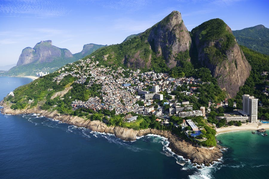Vue aérienne favelas Rio de Janeiro au Brésil