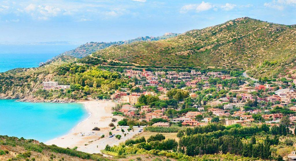 Sardaigne : vue aérienne, palge et paysage