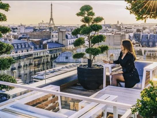 Hôtel de luxe à Paris avec vue sur la Tour Eiffel